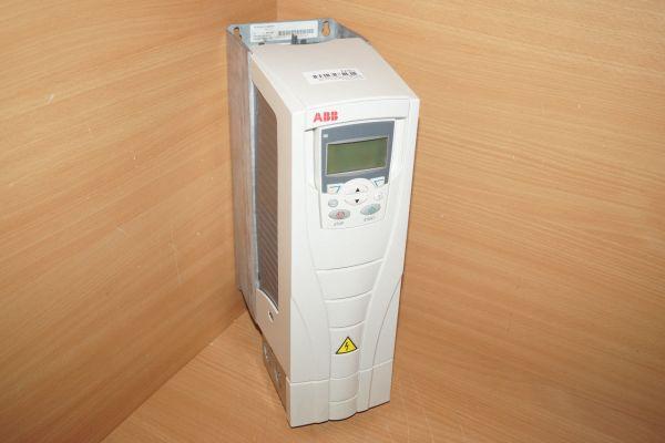 ABB ACS 550-01-06A9-4 Frequenzumrichter mit Bedieneinheit