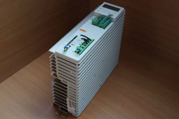 Lenze Regler 8203E .2A.11 3/AC 0-230V, 9,5A 1,5 KW?